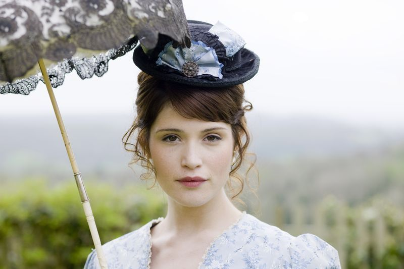 tess essay Throughout the novel, tess of the d urbervilles, hardy focuses on the life of tess durbeyfield starting out as a young, innocent girl, tess matures throughout the book to become a powerful woman who.